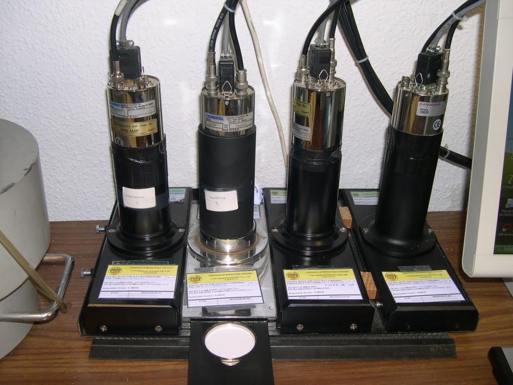 4 detectores de centelleo de ZnS(Ag)